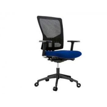 Silla rocada de oficina con brazos tapizada en tela ingnifuga y respaldo en polimero color azul